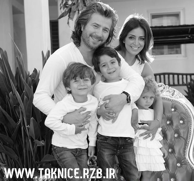 عکس جدید منصور درکنار همسر و فرزندانش